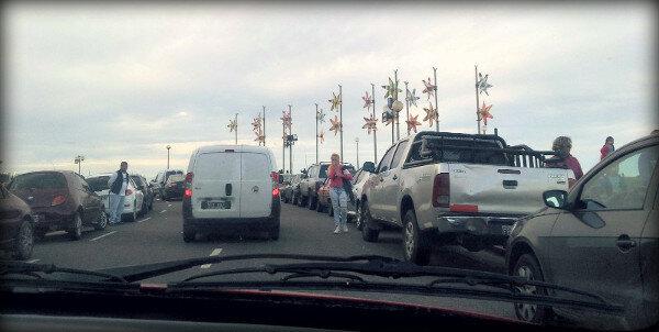 Vista desde un coche en medio del tráfico
