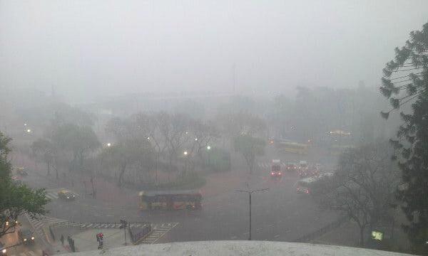 Una ciudad con niebla es parecida al miedo a emprender