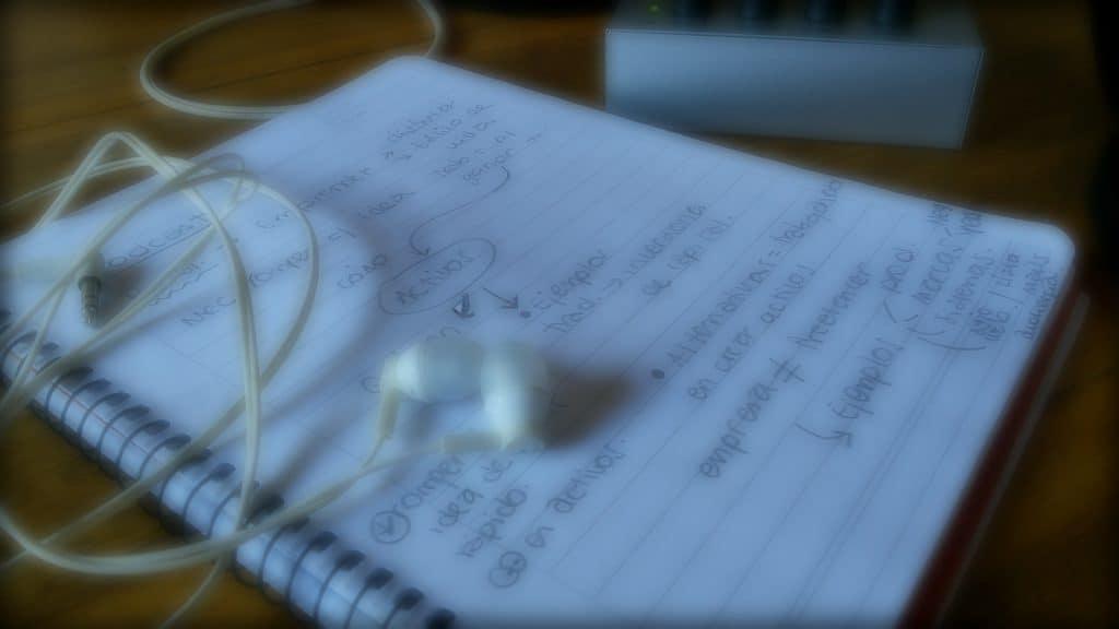 Muchos servicios y productos exitosos comienzan a funcionar sólo a base de notas y estructuras hechas en una hoja de papel.