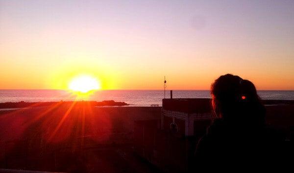 Claro que si el ritual mañanero puede ser cerca del mar, mejor aún :)