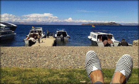 Meditando a orillas del lago Titicaca, Bolivia.