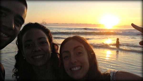 Lu, Guada y Mati en la playa de Iquique.